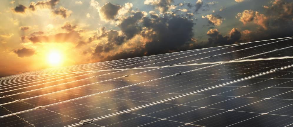 Grazie al sole i pannelli fotovoltaici trasmettono energia